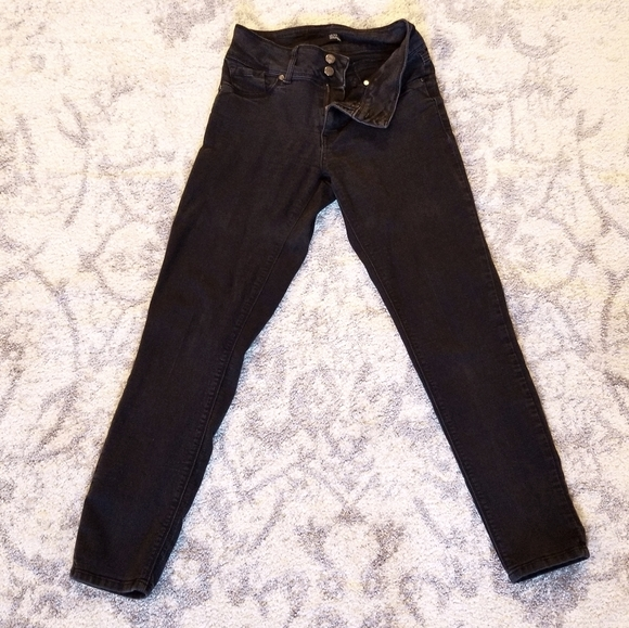 GOOD COND. 1822 FADED BLACK STRETCHY SKINNY JEANS